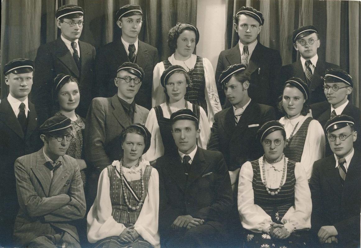 """Vytauto Didžiojo universiteto """"Šatrijos"""" draugijos nariai. Kaunas. 1939 m. gegužės 28 d."""