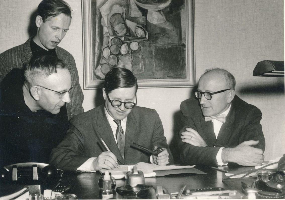 """Žurnalo """"Aidai"""" redakcijos posėdis. Niujorkas. 1962 m. A. Nyka-Niliūnas, L. Andriekus, J. Girnius, A.Vaičiulaitis"""