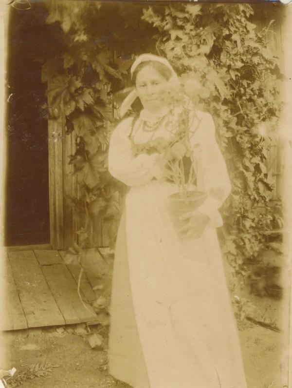 Sofija Ivanauskaitė-Pšibiliauskienė. Apie 1910 m.