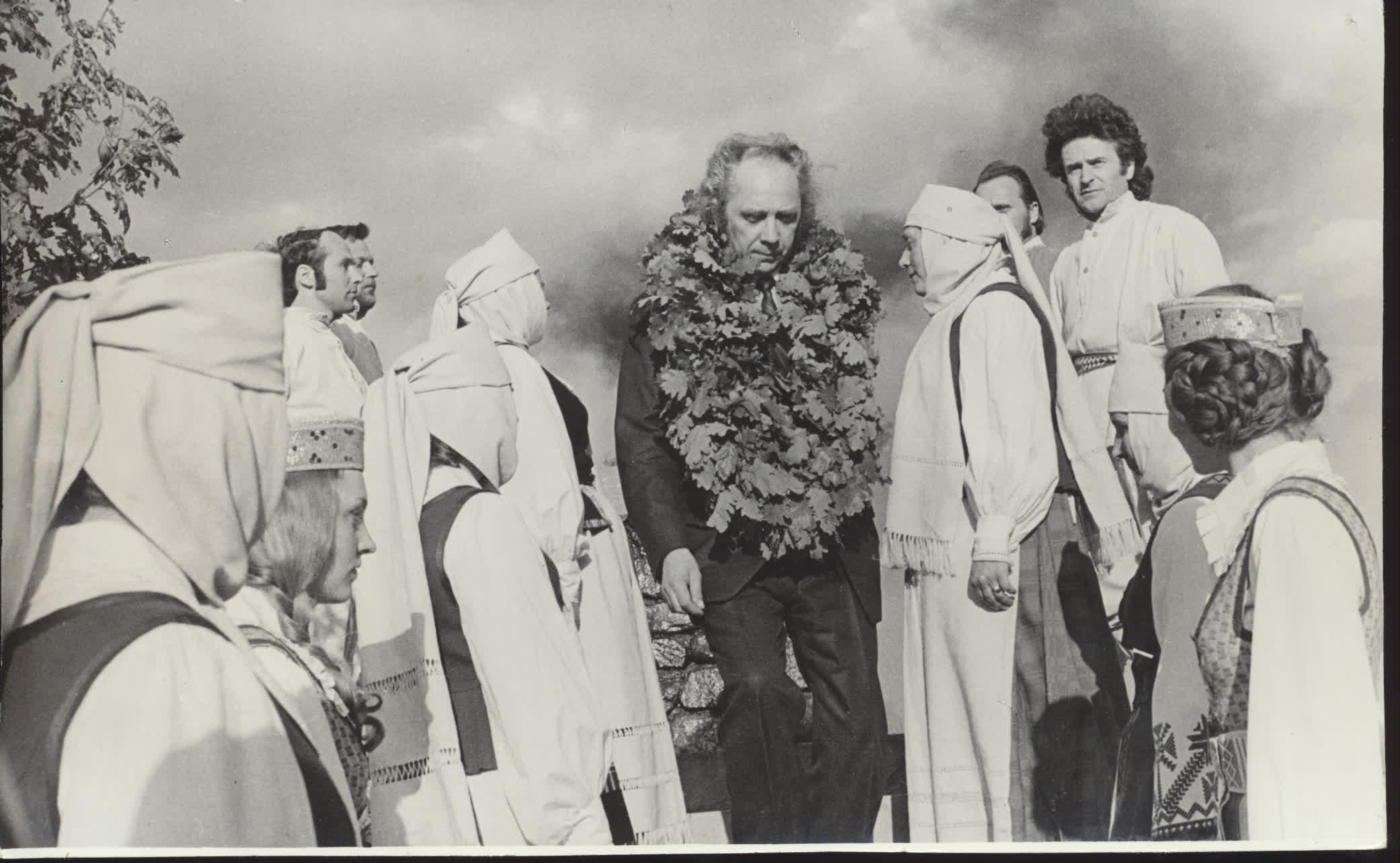"""Už knygą """"Vėjo vynas"""" V. Reimeris buvo išrinktas Poezijos pavasario laureatu. Palemonas, 1977 m. A. Kairio nuotrauka"""