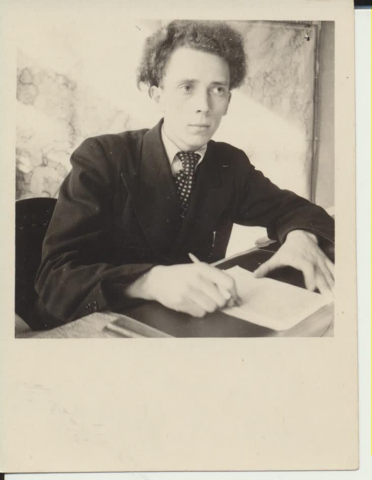 Nuo jaunystės V. Reimerį buvo galima atpažinti iš tolo. Jo vešli šukuosena išskirdavo jį iš kitų. Apie 1947 m.