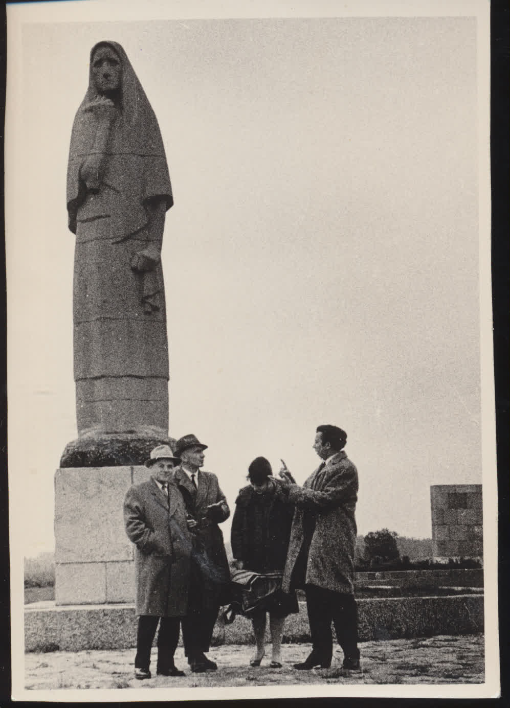 J. Lapašinskas, J. Baltušis, J. Vaičiūnaitė, V. Reimeris Pirčiupiuose.  1962 m.