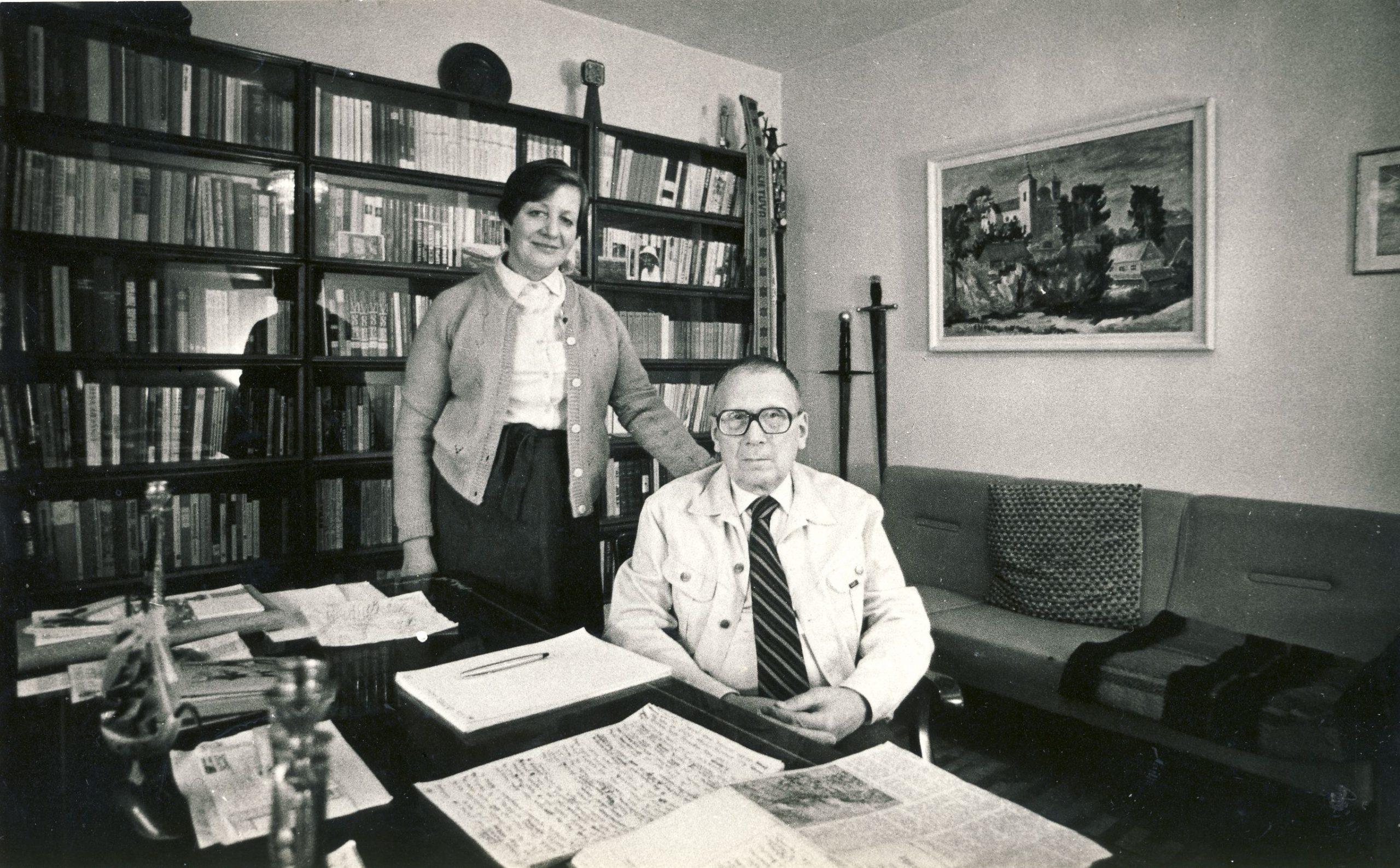 V. Sirijos Gira su žmona  Alma savo bute Vilniuje. 1979 m. A. Žižiūno nuotrauka