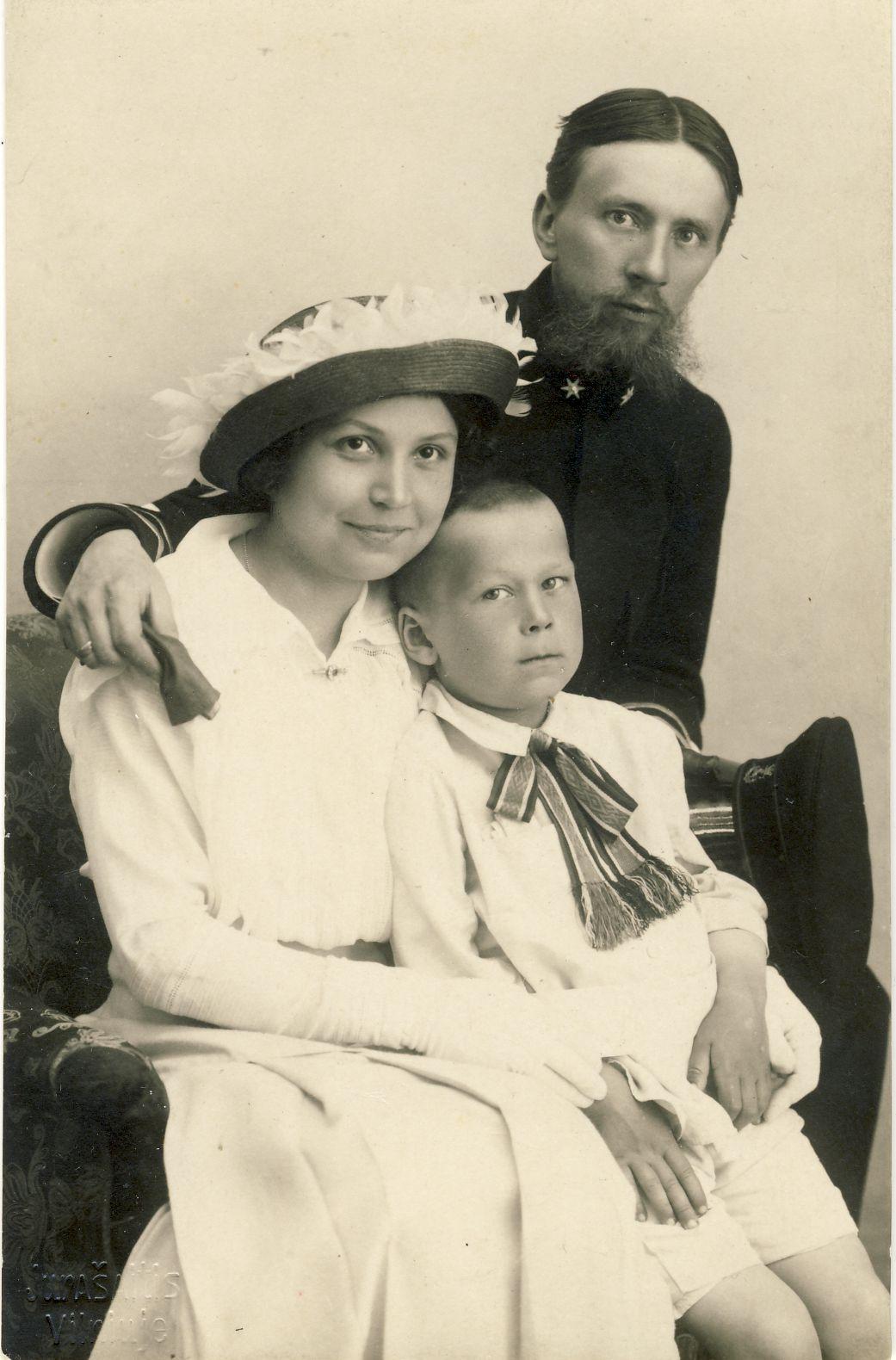 Girų šeima. Vilnius, 1916 m.