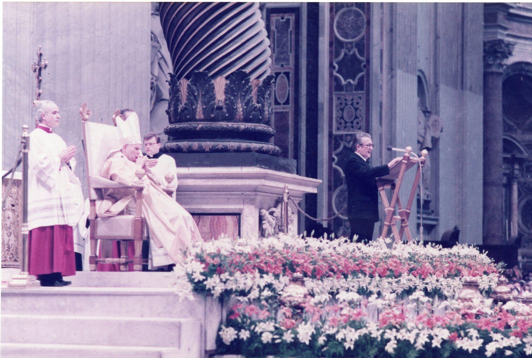 V. Volertas kalba Vatikane, Šv. Petro bazilikoje stebint popiežiui Jonui Pauliui II. 1984 m. kovo 4 d.