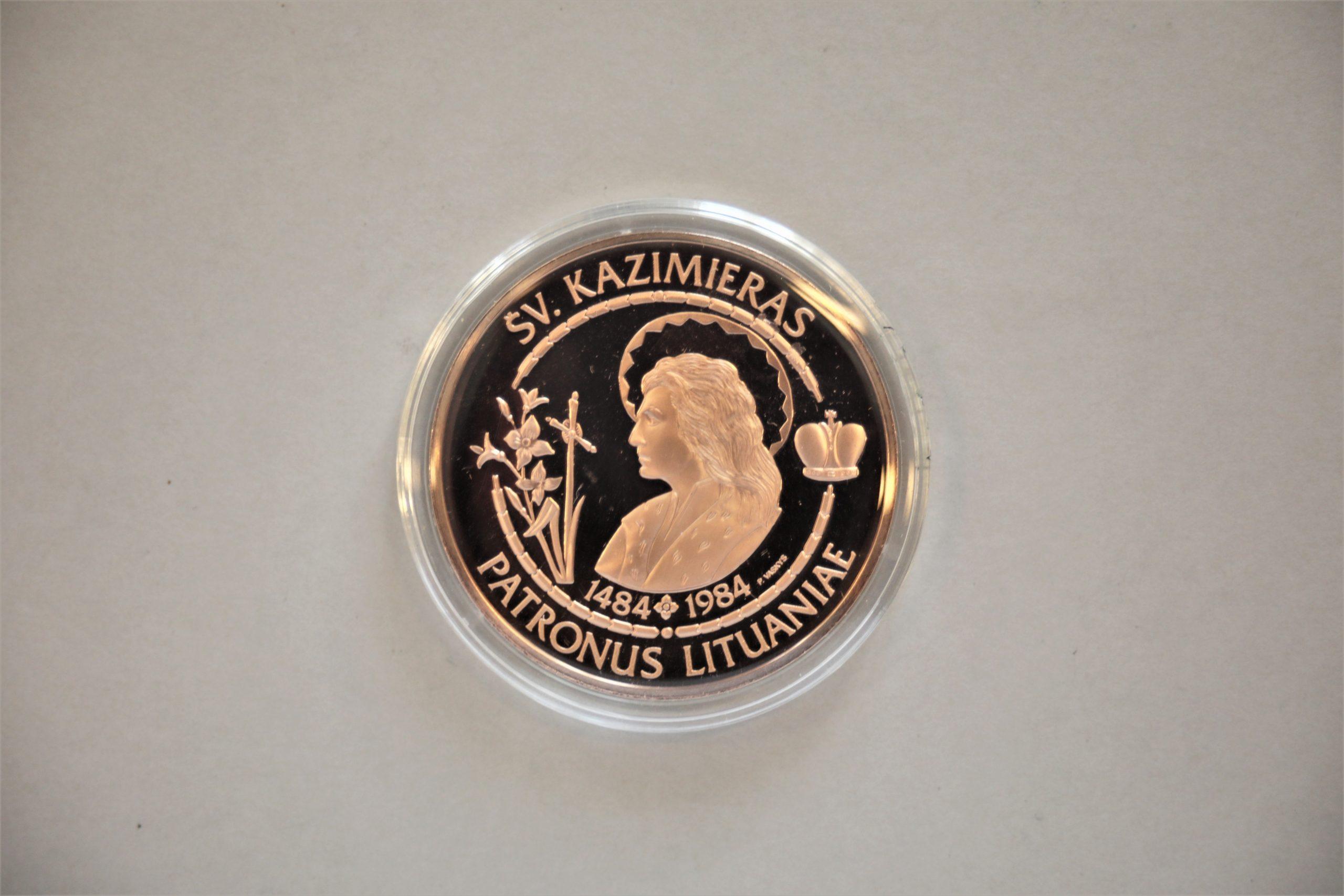 Medalis. Šv. Kazimieras. Geltonas metalas. Aversas. Dail. P. Vaškys