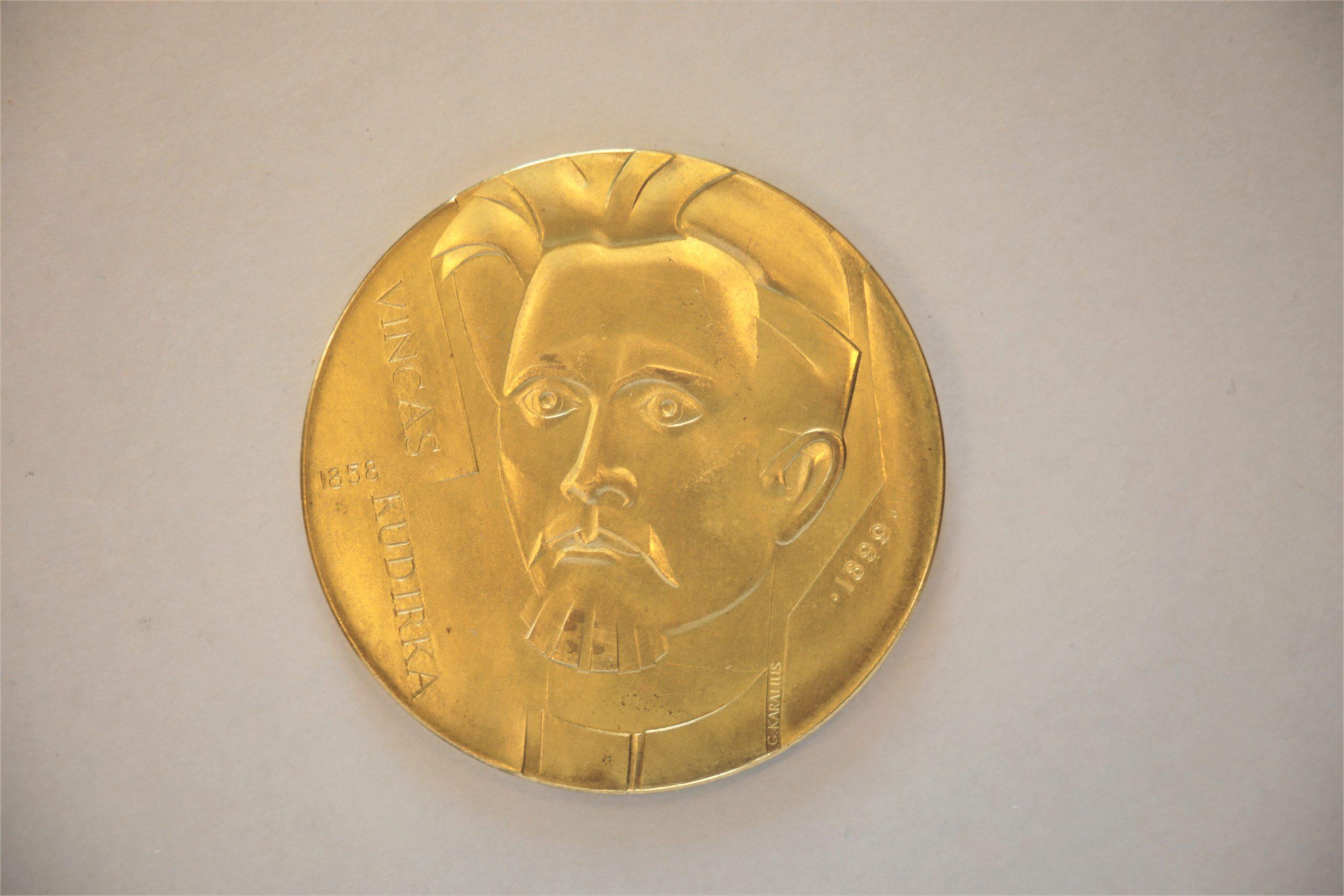 Medalis. Vincas Kudirka. Geltonas metalas. Aversas. Dail. G. Karalius