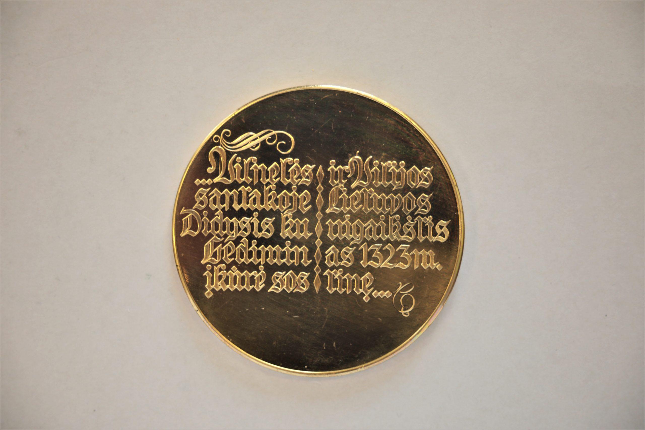 Medalis. Vilnius. Geltonas metalas. Reversas. Dail. A. Drūlia