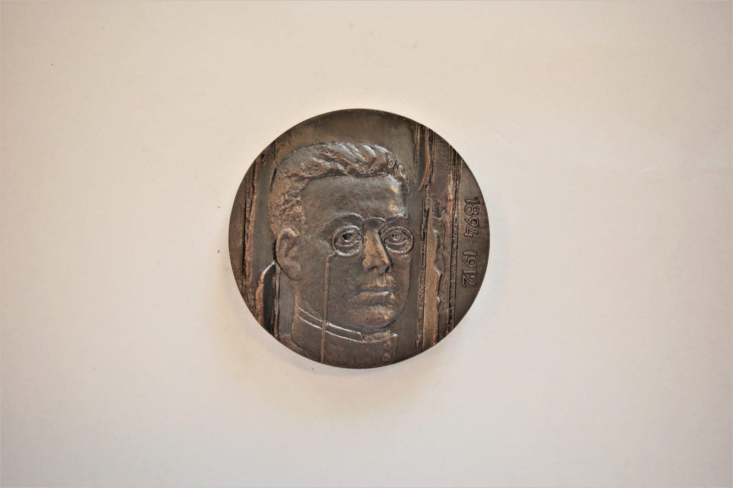 Medalis. Zigmo Gėlės – Gaidamavičiaus literatūros muziejus. Metalas. Aversas. Autorius nežinomas