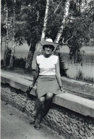 Elena Mezginaitė apie 1966-uosius prie beržų